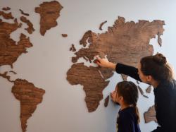 Українці створили унікальну карту світу з дерева
